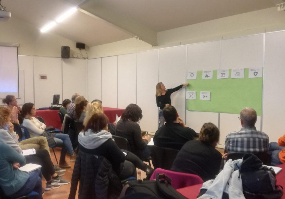 Finalització del Seminari sobre la intervenció dels i de les professionals a les comunitats de veïns i veïnes